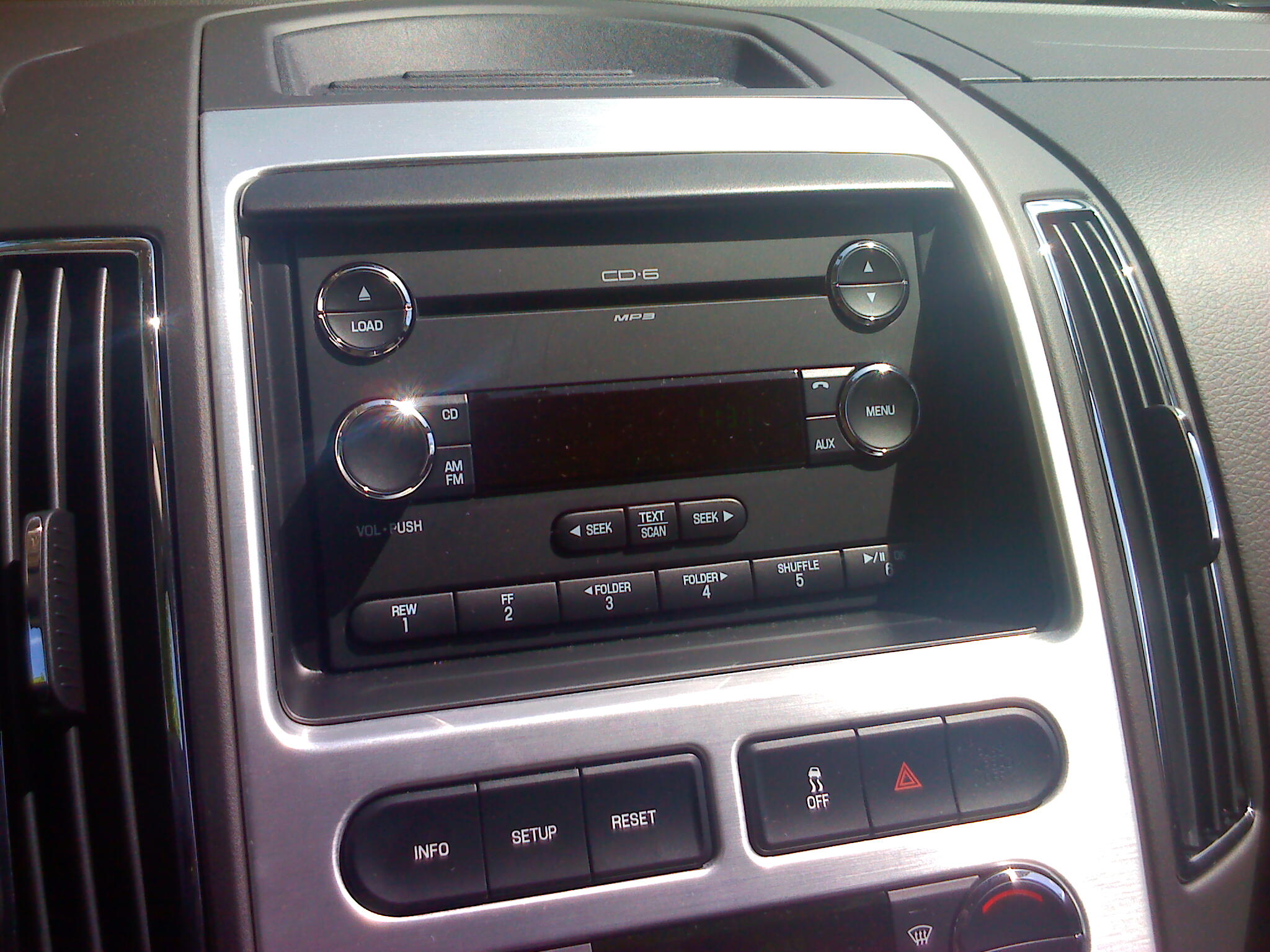 Safety issue with the Ford Edge 2010 Radio Bezel